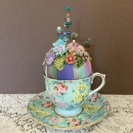 Pin-Its Chintz Cup Display